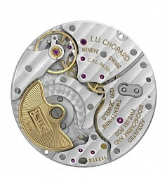 Movement is the Swiss automatic Chopard in-house caliber L.U.C 96.12-L